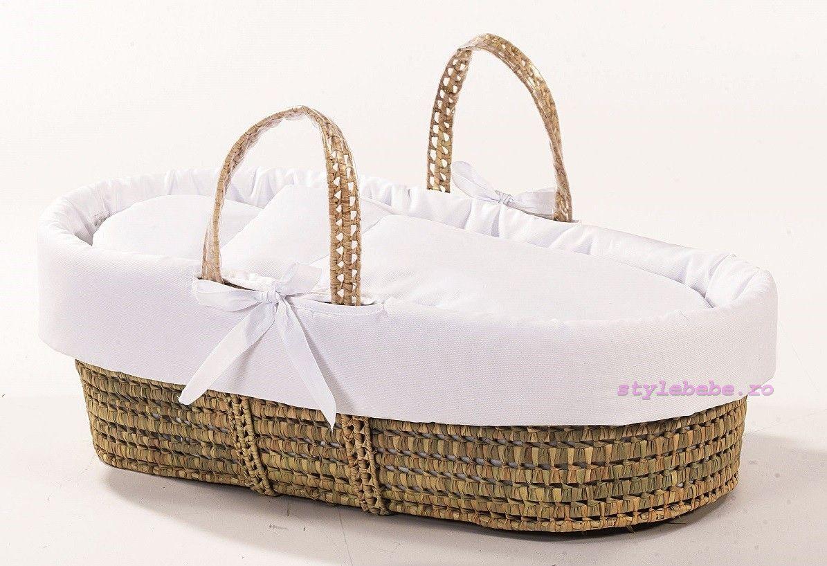 Cos bebe cu textile albe si manere transport